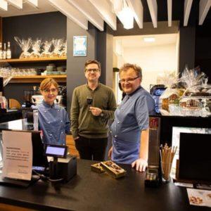 Twórcy piwnych czekoladek Imperium Pralinum - Alicja i Tomasz Derdoniowie z olsztyńskiej kawiarni Moja i Paweł Błażewicz z Browaru Kormoran